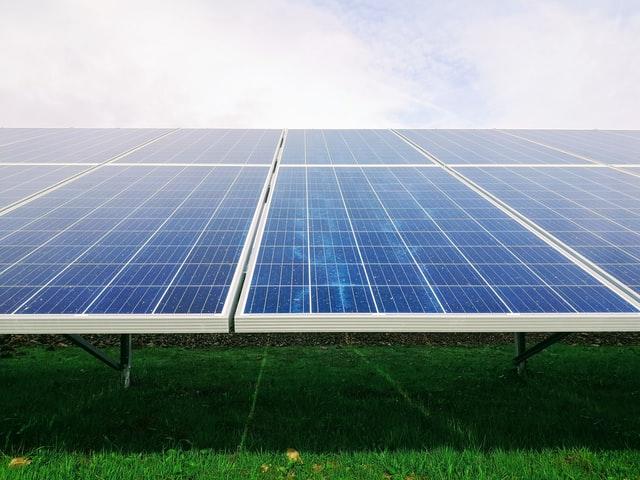 Nie tylko niższe rachunki za prąd. Jakie zalety ma instalacja fotowoltaiczna?